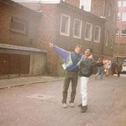 Klassenfahrt Lübeck Heinrich-Helbing Schule '93 Predrag und Djawed (im Hintergrund läuft Suzana gerade weg)