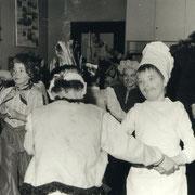 Fasching 1987 (im Vordergrund rocken Perle und Nicole Kruse)