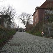 An der Schule mit Blick auf die Marienkirche (Quelle: eigenes Werk)