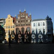 Wulflamhaus im Schatten des Rathauses (Quelle: eigenes Werk)