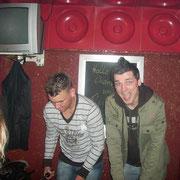 Börni und Sebastian am Kicker in der AstraBar '07