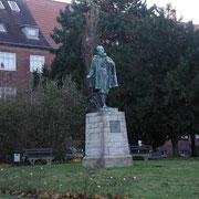 Lambert-Steinwich-Denkmal. Seit 1938 steht es am Wulflamufer. (Quelle: eigenes Werk)