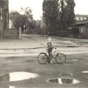 Fahrradfahren lernen an der Fritz-Reuter-Schule '82/83