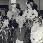 Fasching 1987 (als kleiner Muck ganz stolz zwischen Conny und Liane)