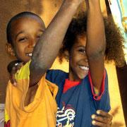 Auf zum Tanz- auf Djignaba in Abéné am Atlantischen Ozean gibt es genug Platz für Kinder