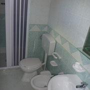 Badezimmer mit Dusche und WC Villetta Carol