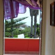 ... den Flur entlang bis zum Balkon