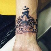蓮に梵字 タトゥー 刺青