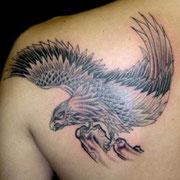 鷹 タトゥー 刺青
