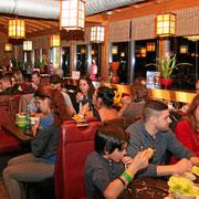 Modernes Chinarestaurant mit Running Sushi