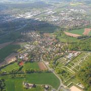 von Süden, im Hintergrund Laineck und Industriegebiete (Mai 2015)