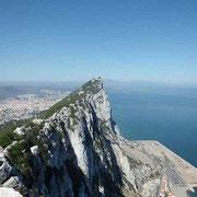英領ジブラルタルの山 後方はスペイン