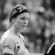 Verteidigerin Julia Rindisbacher #17 (Skorpion), beim Unihockey Playoff 1/4-Final der NLA Frauen zwischen R.A. Rychenberg Winterthur und Skorpion Emmental Zollbrueck am Samstag  dem, 25 Maerz 2017 in der Halle Oberseen in Oberseen Winterthur.