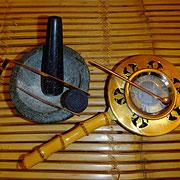 Räucherkohle, Sieb zum Kurzräuchern, Kupferlöffel, Kupferzange