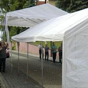 Zelte schweben ein