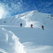 Das Brechhorn über uns - und nach zwei Tagen Schneefall zur Belohnung endlich blauer Himmel!