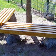 """Holzbank """"2010"""" Ist eine ideale Landschaftsgestaltung für die öffentliche und private Nutzung, angepasst an die Umgebung und Umwelt. Durch den Gebrauch als Garten- oder Landschaftsmöbel hat es auch einen praktischen Wert.  HxBxT 40x200x60 cm"""