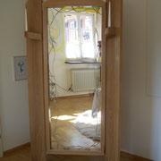 """Raumteiler der anderen Art  """"2009""""  Der Raumteiler ist ideal für ein Schlafzimmer oder Ankleidezimmer, damit man sich im Spiegel komplett ansehen kann. Er ist auch ohne Probleme erweiterbar.  HxBxT 200x120x12 cm"""