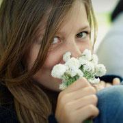 Gwendoline passionnée des plantes comme sa maman@les_jardins_de_koantiz
