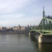 Eine der schönen Brücken von Budapest