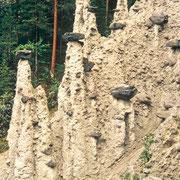 """Die """"weißgekleideten Priester"""": Seltene Erdpyramiden im hohen Norden"""