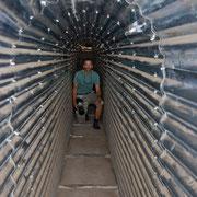 Im Tunnel auf dem Weg zum Bunker