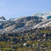 Der Svelsnosbreen: man darf sich nicht täuschen lassen, die Eistürme sind Kirchturmhoch!!