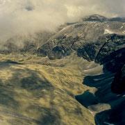 Fast senkrecht geht der Blick vom Gipfel des Storronden in die Tiefe