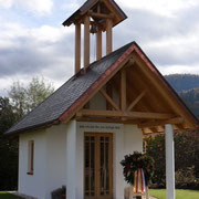 Kapelle mit Kranzniederlegung