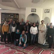 Seminargruppe der Domschule Würzburg. Moscheeführung in der Islamischen Gemeinde Würzburg mit Michèl Schnabel und dem Studienleiter des Seminars Dr. Ostermann.