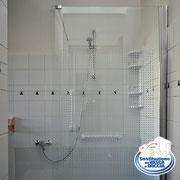 trasformazione da vasca a doccia con pannelli in vetro