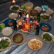 Abendessen mit traditionellen einheimischen Köstlichkeiten