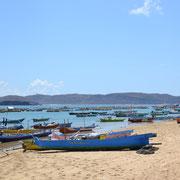 Kleine Fischerboote warten auf Gäste