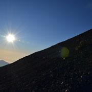 Der steile Weg auf den Gipfel des Rinjanis