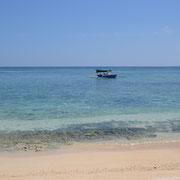 Kleine Boote bringen die Gäste zu den Inseln