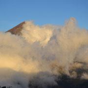 Der Rinjani versteckt sich hinter Wolken