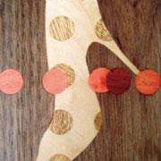 ●タイトル;「ハイヒール」 ●サイズ:200×168×30mm ●コメント:ピンヒールのパンプスと水玉のコラボ作品。ピンクをアクセントに使用。