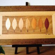 ●タイトル:「木彩(もくさい)」 ●サイズ:380×1170×30mm ●コメント:自然の木色のグラデーションと背景の古木の木目を生かした作品。