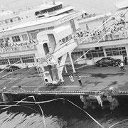 紙テープがひらひらと舞う中、ワクワク感とちょっぴりの不安感の中ソ連船籍で横浜港12時出港