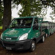 エキスプローラーバス。園内8ヶ所を約40分ほどで循環します。ドライバーが楽しい案内をしてくれます