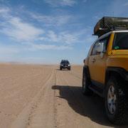 Mit dem Geländewagen über einen Salzsee