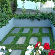 Auch kleine Plätze lassen sich üppigst begrünen