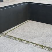 Pulverbeschichtete 90er Elemente mit Abschlussdeckel nach der Montage