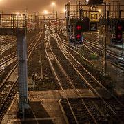Extérieur nuit, rails, aiguillages, signalisations, électrification, Gare Saint-Jean, Bordeaux