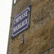 """Impasse Margaux, Bordeaux. Le prénom Margot/Margaux viendrait du latin margarita qui signifie """"perle"""", un symbole de pureté. Reproduction interdite - Tous droits réservés © Christian Coulais"""
