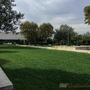 Hortus, jardin d'inspiration romaine, 7 000m² de jardins thématiques et de jeux. Musée au fond