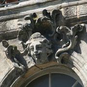 Mascaron de Bordeaux, à visage de femme souriante. Reproduction interdite - Tous droits réservés © Christian Coulais