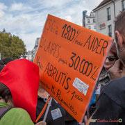 """""""CGS : à 1 200€/mois aider salaires jusqu'à 30 000€/mois. Nous, ABRUTIS, pas comprendre Mr Papouilles"""" Marche contre le coup d'état social des ordonnances Macron. Place de la Bastille, Paris. 23/09/2017 #jaibastille"""