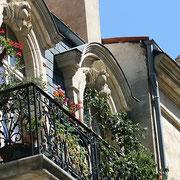 Autre symbolisme du XVIIIème siècle, les balcons en fer forgé. Bordeaux. Reproduction interdite - Tous droits réservés © Christian Coulais