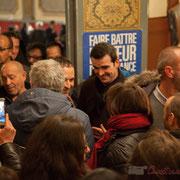 1 Je smartphone, tu smartphone, etc. Bain de foule de Benoît Hamon. Théâtre Fémina, Bordeaux. #benoithamon2017